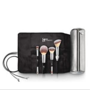IT'S YOUR MUST-HAVE 4 BRUSH SET WITH BRUSH ROLL